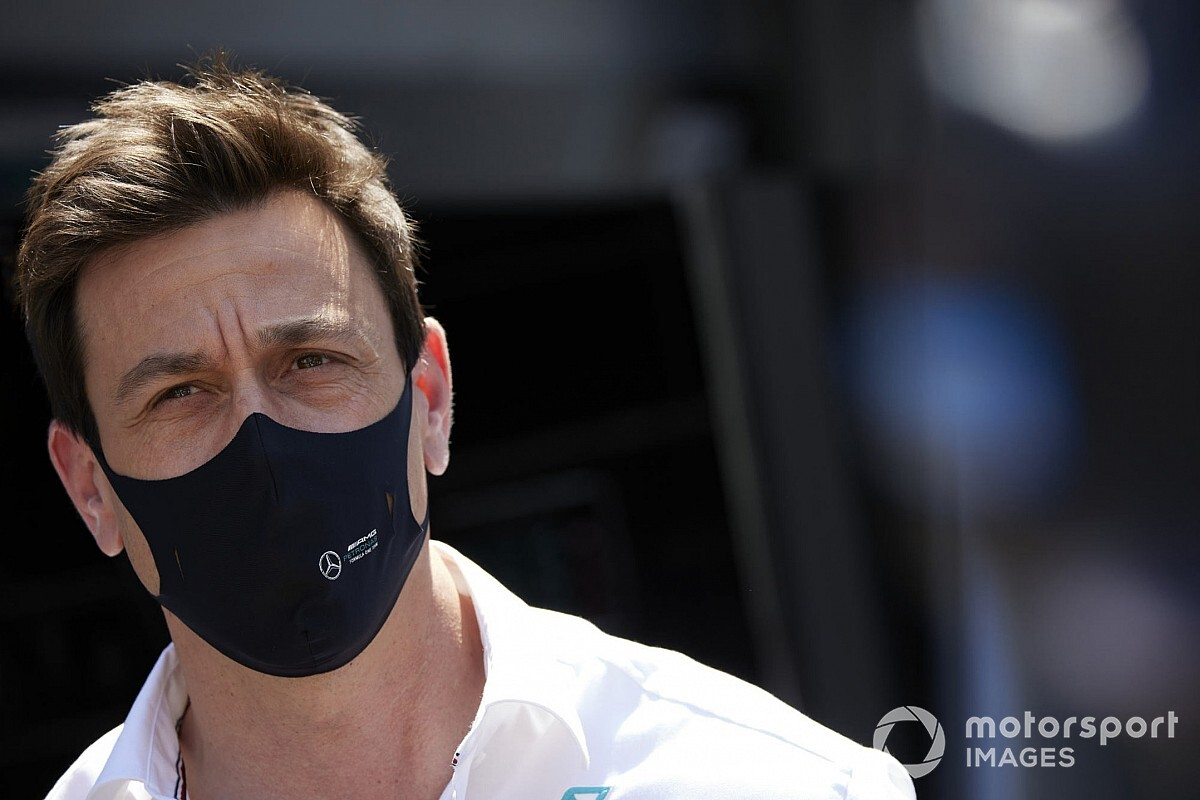 """""""Bored"""" Wolff yet to decide on F1 flexi-wing protest"""